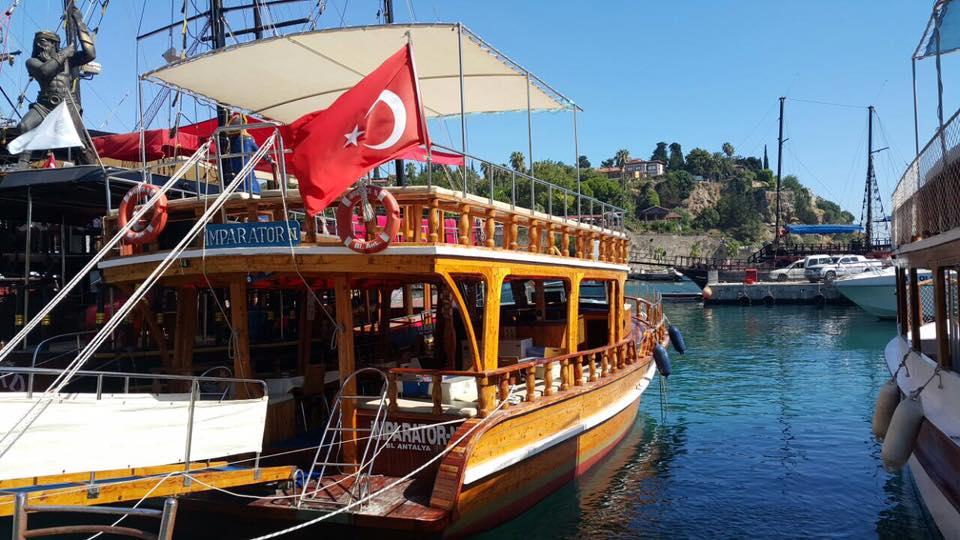 جولة على متن قارب