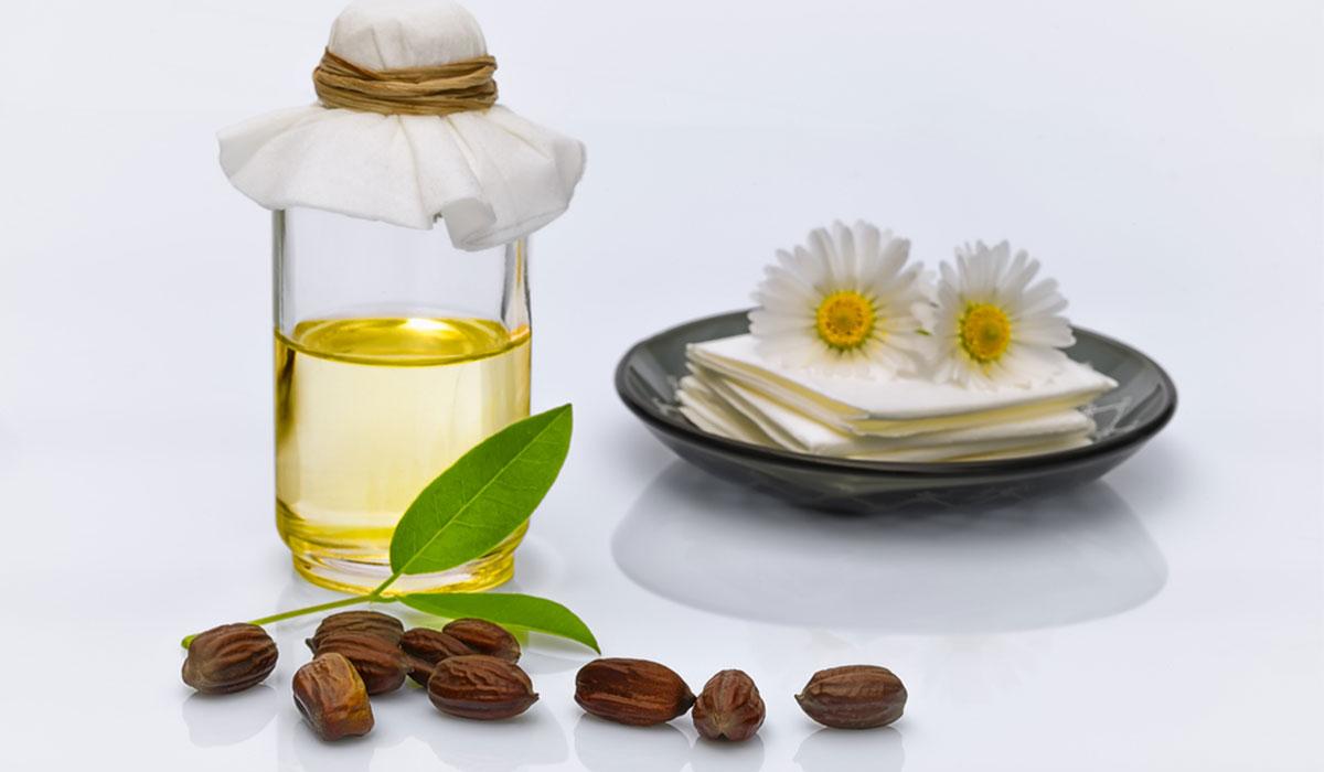 استخدام زيت الجوجوبا للشعر.