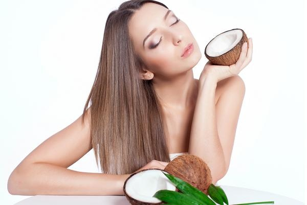 طريقة استخدام زيت جوز الهند لتنعيم الشعر