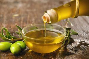 استخدام زيت الزيتون للشعر